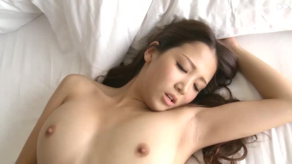 【抜群のプロポーションの美人AV女優:友田彩也香】艶やか美女が抱擁ラブセックス